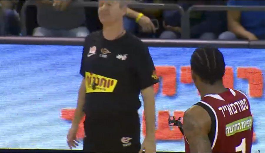 Stoudemire trolea a un árbitro: le da sus gafas para criticar una señalización (Vídeo)