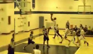 ¡A volar! Jean Louis Barrick hace esto en un partido de High School en Florida (Vídeo)
