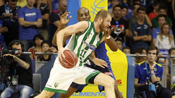 Problemas para el Real Betis: Luka Zoric abandona el equipo por motivos personales