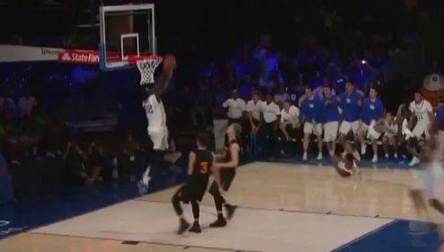 Kentucky, imbatido en la NCAA y dando espectáculo. ¡Mira qué jugada! (Vídeo)