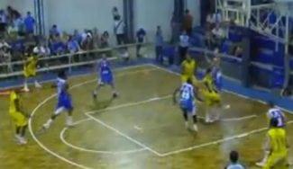 Contraataque uruguayo: cuatro dribblings por la espalda y asiste… ¡por la espalda! (Vídeo)