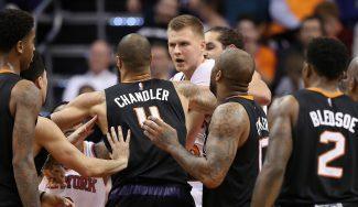 Los Knicks pierden en Phoenix con Porzingis desatado: 34 puntos y tangana (Vídeo)