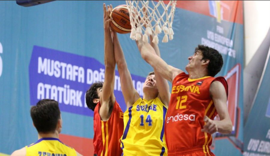 España, cerca de cuartos: victoria frente a Suecia con otro gran partido de Aleix Font