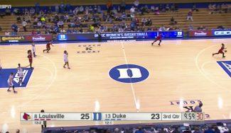 ¿Truco o despiste? Así le anotan a Duke la canasta 'tonta' del año en NCAAW (Vídeo)