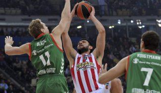 El Olympiacos aplasta al Baskonia: asistencia top de Papanikolaou y triplazo de Spanoulis