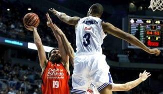 El Madrid remonta ante el Valencia: alley-oop de Randolph y taponazo de Nocioni (Vídeo)