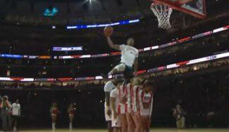 ¡Espectacular! Show de mates en el descanso de un choque NBA que te deja con la boca abierta (Vídeo)