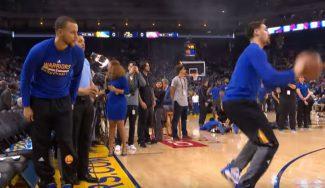 ¡Y se parte! Klay Thompson interrumpe a Curry en su intento de jugar con el pie (Vídeo)