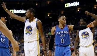 Un eficiente Durant frena a Westbrook: faltón de Pachulia y pasos inverosímiles (Vídeos)