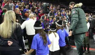 Les deja flipando: el gigante Marjanovic baila con jóvenes serbios en Detroit (Vídeo)