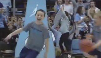 ¡Festival! Un niño de North Carolina mete tres canastas… ¡desde el medio del campo! (Vídeo)