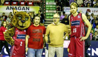Así recibió la afición del Tecnyconta Zaragoza el Premio Gigante a la Mejor Afición (Vídeo)