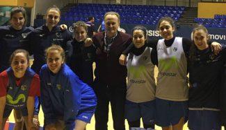 Aíto 'bendice' al equipo imbatible del Estu: visita sorpresa al femenino, invicto en 2017