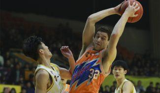 Fredette calienta muñeca para los playoffs chinos: ¡73 puntos! en dos prórrogas (Vídeo)