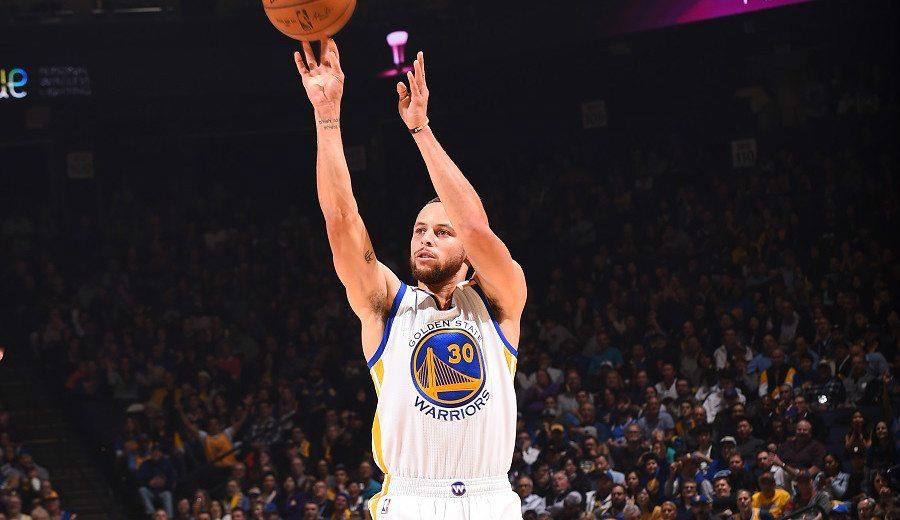 ¡Brutal Curry! 11 triples para hacer historia  con Thompson y amenazar a Kobe (Vídeo)