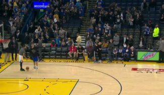 De hijo a padre: Steph Curry asiste a Dell… ¡para que la meta desde el medio campo! (Vídeo)