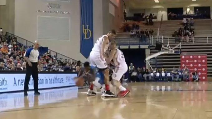 ¡Brutal! Nate Robinson pasa entre las piernas de Tavares para salir de la presión (Vídeo)