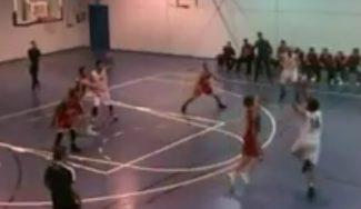 Viene de familia: el hermano de Llull le imita con esta «mandarina» en la Liga EBA (Vídeo)