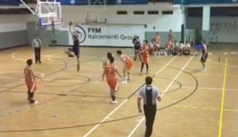Presume de muelles: Javi Toro, de la Chus Mateo Academy, hace esto en un partido (Vídeo)
