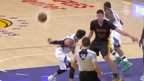 Ricky brilla en la derrota ante los Lakers: doble-doble y asistencia de mago (Vídeo)