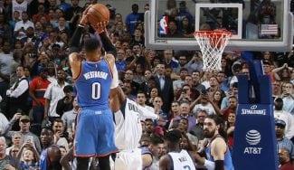 Westbrook rebate al dueño de los Mavs: otro triple-doble, parcial 14-0 y tiro ganador (Vid)