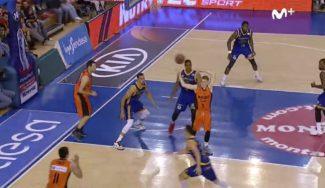 Rupnik da la asistencia del año: de espaldas y sin mirar ante media NBA (Vídeo)