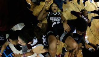 ¡Canasta para la historia! UConn cae sobre la bocina tras 111 victorias consecutivas (Vídeo)