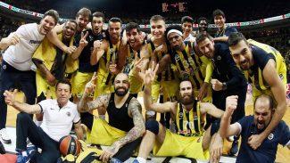 Obradovic, a su decimosexta Final Four: así lo celebra el Fenerbahçe con su afición (Vídeo)