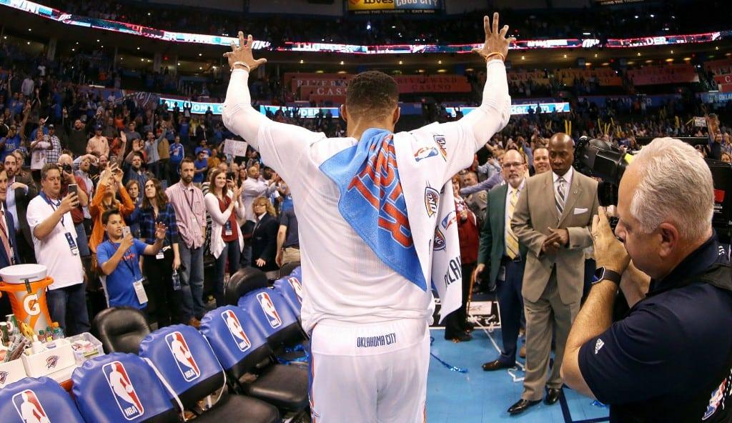 Contrastes en OKC: Westbrook hace historia y Abrines se lesiona tras un gran inicio (Vídeo)