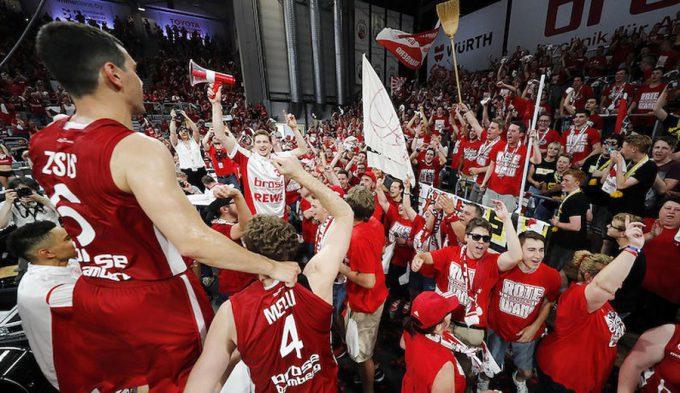 Causeur acerca al Bamberg a la Euroliga: a la final de Alemania barriendo al Bayern (Vídeo)