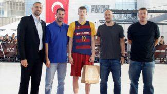 El blaugrana Samanic, campeón del concurso de mates del Adidas Next Generation (Vídeo)