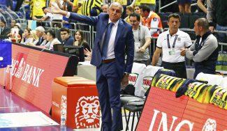 El Fenerbahçe honra a sus 'chicos del coro' y Obradovic pide vítores para la plantilla (Vídeo)