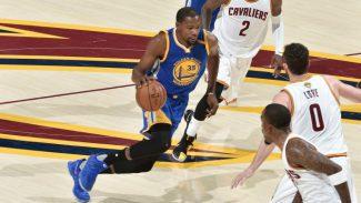 """Los Warriors se ponen 3-0 con triple decisivo de Durant: """"Lo trabajé toda mi vida"""" (Vídeo)"""