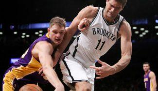 Mercado NBA: los Lakers mandan a Russell y Mozgov a los Nets; Howard, a los Hornets