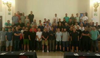 """Entrenadores profesionales se reúnen sin la AEEB: """"Ni nos representa ni nos defiende"""""""