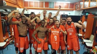 San Emeterio lleva al Valencia a su segunda final de Liga ACB: estalla la Fonteta (Vídeo)