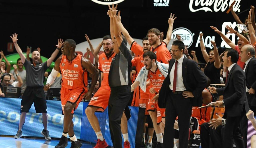 El Valencia, a un paso de un título histórico: arrasa al Madrid tras un mal inicio (Vídeos)