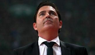 """Pascual manda fuerza a Imbroda tras seguir invicto en Grecia: """"Ganaste muchas luchas"""""""