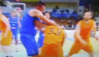 ¿Amistoso? El NBA Gallinari, descalificado por liarse a golpes ante Holanda (Vídeo)