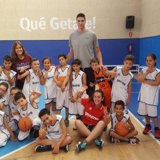Se lo pasa como un niño: así fue la visita de Víctor Arteaga a los Campus Gigantes (Vídeo)