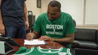 """Pierce vuelve a Boston y firma un contrato para retirarse como """"un celtic de por vida"""""""