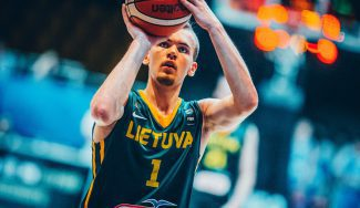 Histórico triple-doble del blaugrana Velicka: mete a Lituania en semis del Sub-18 (Vídeo)