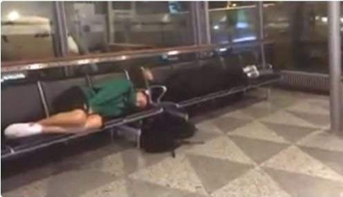 La odisea del Joventut: La plantilla duerme en bancos del aeropuerto de Helsinki (Vídeos)