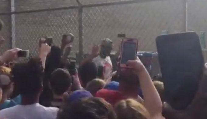 Carmelo, recibido con honores en Oklahoma: calurosa bienvenida en el aeropuerto (Vídeo)