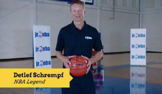 El pionero europeo en la NBA te enseña a generarte espacios en el poste bajo (Vídeo)