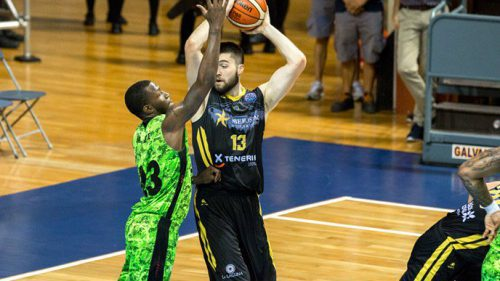 El Iberostar Tenerife gana la Intercontinental: Mike Tobey roza el doble-doble y es el MVP