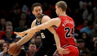 """Los Spurs asaltan Chicago con un buen Pau y Popovich elogia a Markkanen: """"Maravilloso"""""""