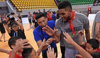 Los Wolves disfrutan con los más jóvenes en su tour chino: Towns, profe de lujo (Vídeo)