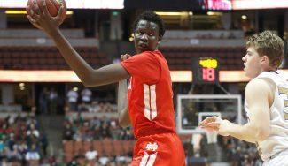 """El hijo de Manute Bol recuerda a su padre al elegir destino en la NCAA: """"Muy generoso"""""""