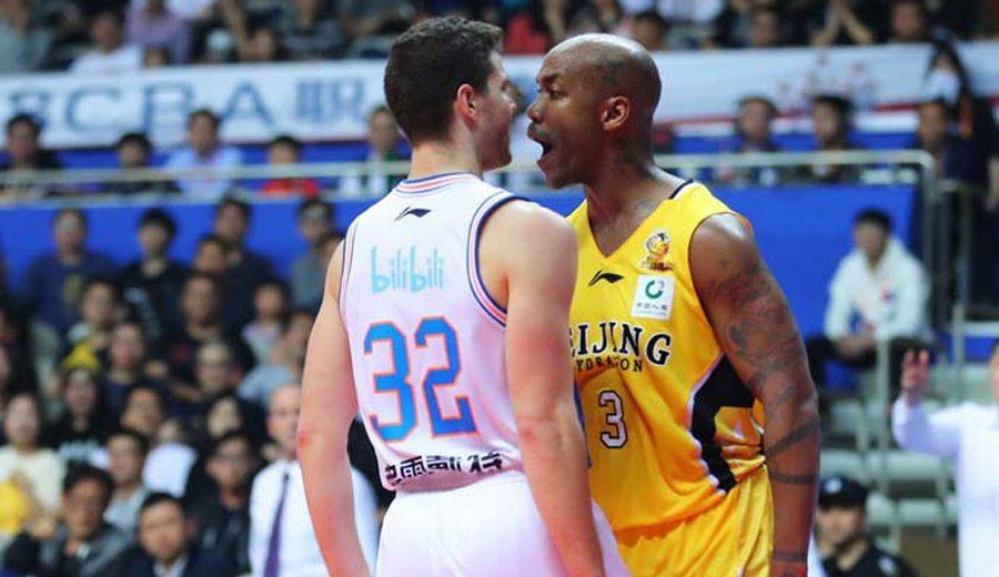 McGrady, espectador de una tangana entre ex NBA en China: Marbury-Fredette (Vídeo)